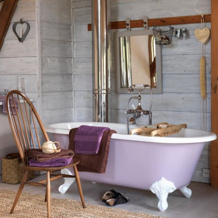 Country bathroom decorating ideas interior design for Images of country bathrooms