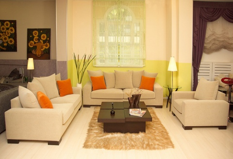 Living room decorating ideas on a budget interior design for How to makeover your living room