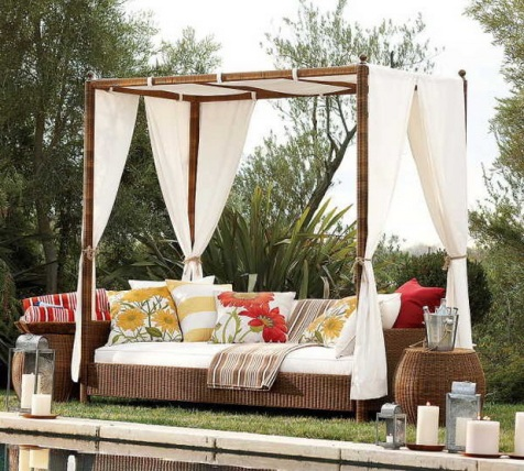 Romantic Outdoor Canopy Beds - Interior design