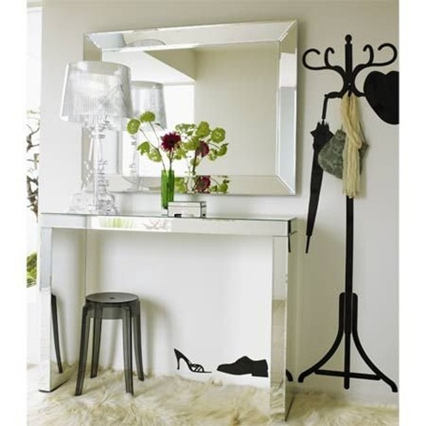 Mirrored Furniture in the Bedroom 2