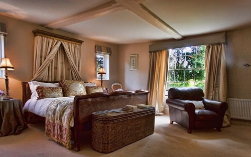 Benefits of Using Wicker Bedroom Furniture - Interior design