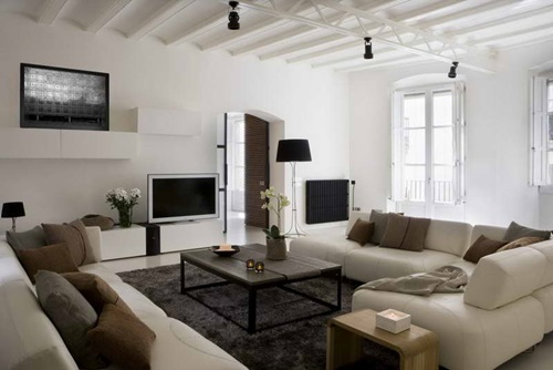 Creative ways to decorate a white-walled living room