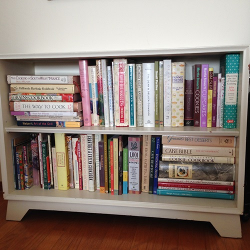 Simple Shelf System That Offers a Lot of Room for Books