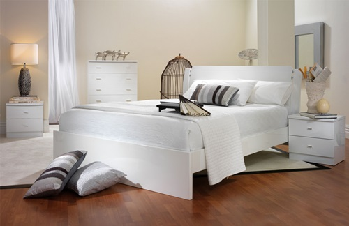 The purity of white in your bedroom