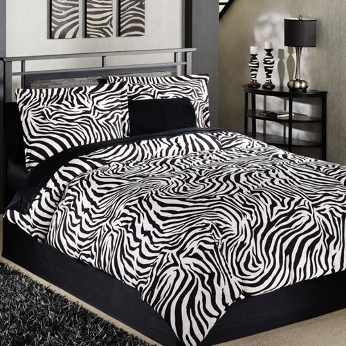 Zebra strips with pink for girlish bedroom designs for Zebra bedroom designs