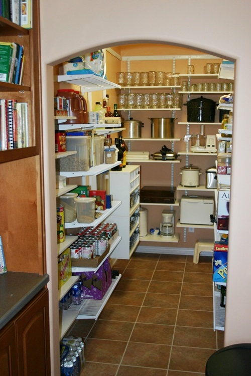 ... Small Kitchen With Smart Organisation ...