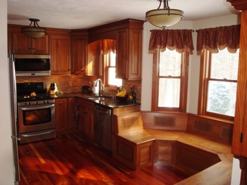 Classic Kitchens with Warm Maple Cabinets