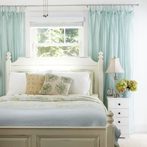 Cottage bedroom curtain ideas interior design for Bedroom curtain designs photos