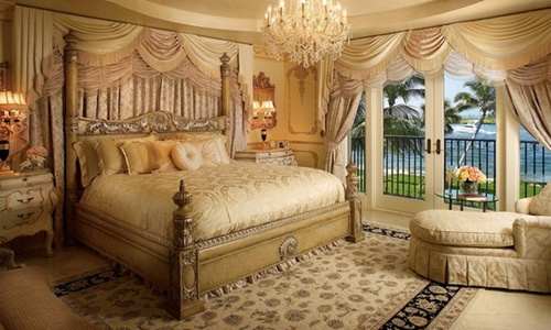Decorating your Antique Victorian Master Bedroom