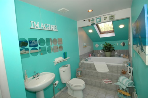 Designing a tropical bathroom colors accessories and for Bathroom color theme ideas