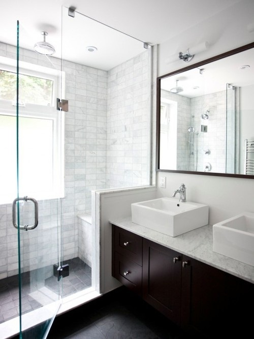 Tips on how to make your small bathroom look larger for Bathroom looks ideas