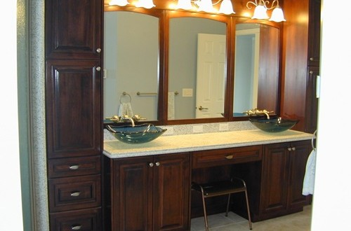 Wooden cabinets to accessorize your bathroom 9 Accessorizing a small bathroom