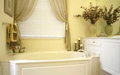 Bathroom curtains how to choose them and also keep the - Rideau petite fenetre salle de bain ...