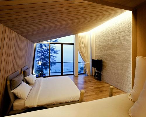 Gorgeous Home Designs Using Hardwood Floor