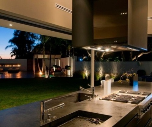 Incredible Transportable Home Design with an Outdoor Kitchen