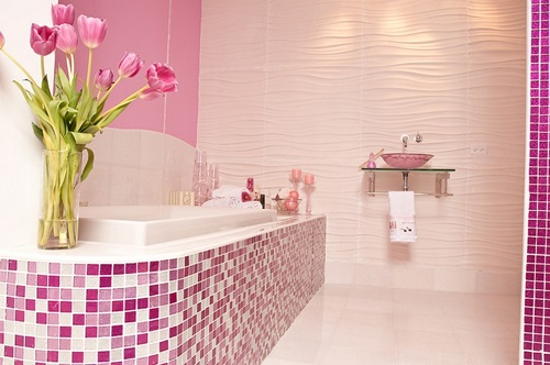 4 Great Themes for Decorating Feminine Bathrooms