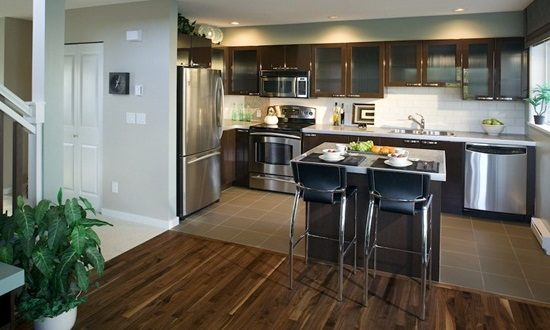 4 great ideas for renovating your old kitchen interior for Old house kitchen ideas