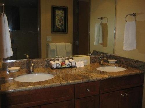 Creative Bathroom Vanity Design Ideas
