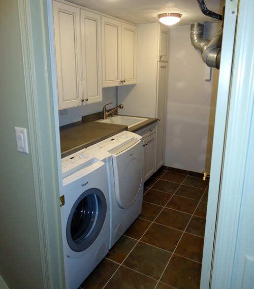 Space-Saving Laundry Room Layouts and Decorations