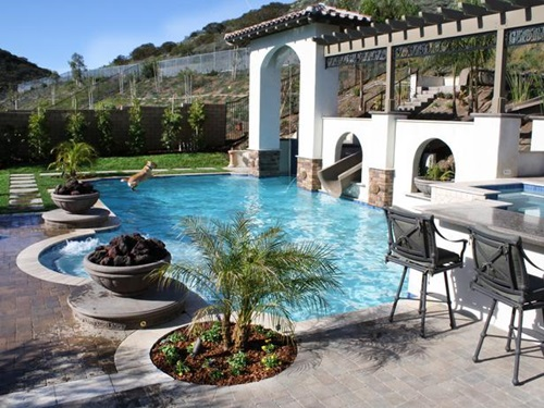 Breathtaking Outdoor Swimming Pool Designs and Decorations