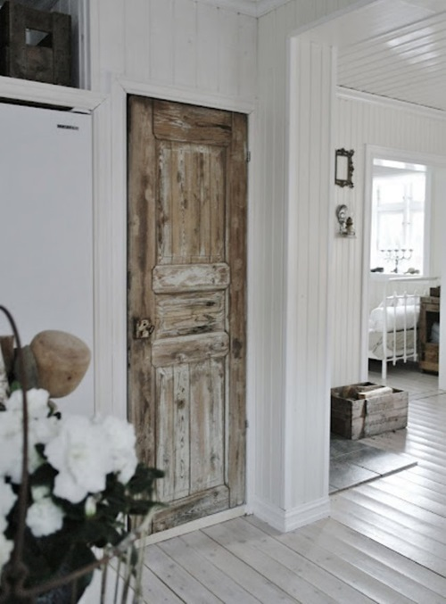 Creative ways to reuse your old screen door interior design for Recycled interior doors