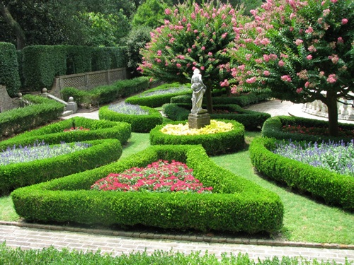 Stunning Ideas to Decorate Your Garden with Different Styles