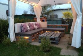 Garden Furniture - Enjoy the summer with family and friends by getting recycled garden furniture