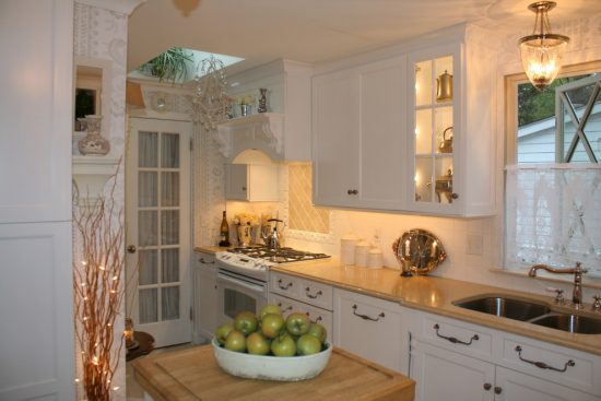 simple ideas to update your kitchen cabinets by