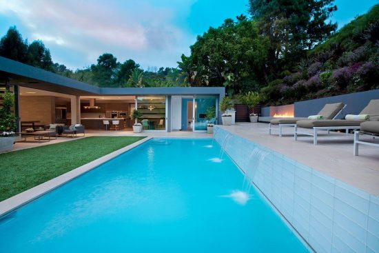 Breathtaking Outdoor Entertaining Spaces Inspired from Alex Belson's Projects