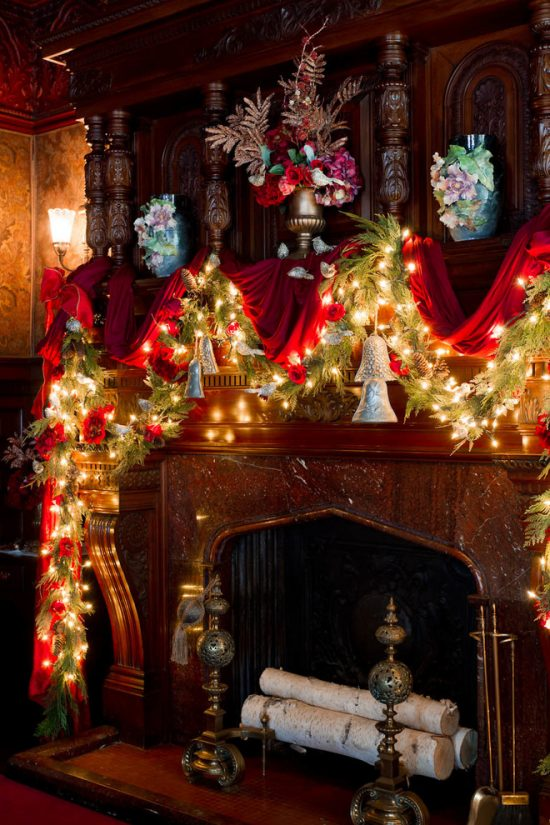 Christmas fireplace decorations this year for more elegant for Decoration 4 christmas
