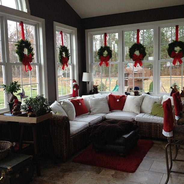 Ideas On Decorating Outside Windows For Christmas : Stylish ideas to decorate your windows for the christmas