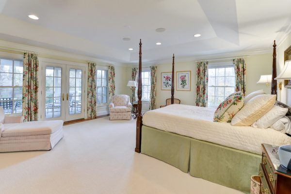 bedroom decorating ideas and designs Remodels Photos Arlington Construction Management  Arlington Virginia United States traditional-bedroom-002