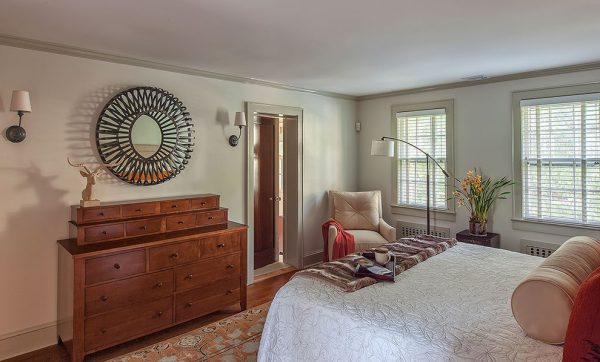 bedroom decorating ideas and designs Remodels Photos B Fein Interiors LLCScarsdale New York United States contemporary-bedroom-001