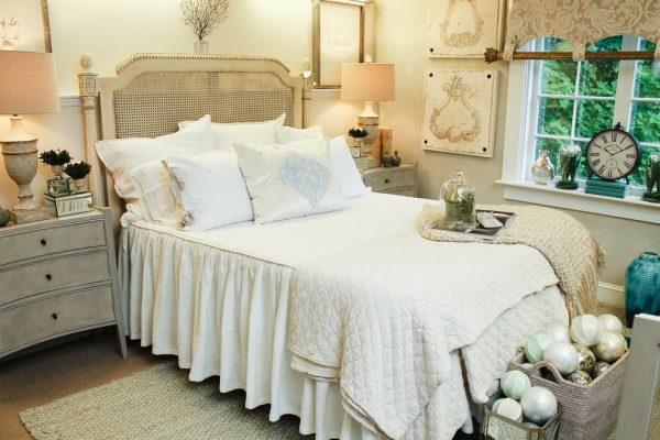 bedroom decorating ideas and designs Remodels Photos Casabella Interiors Sandwich Massachusetts united states traditional-bedroom-001