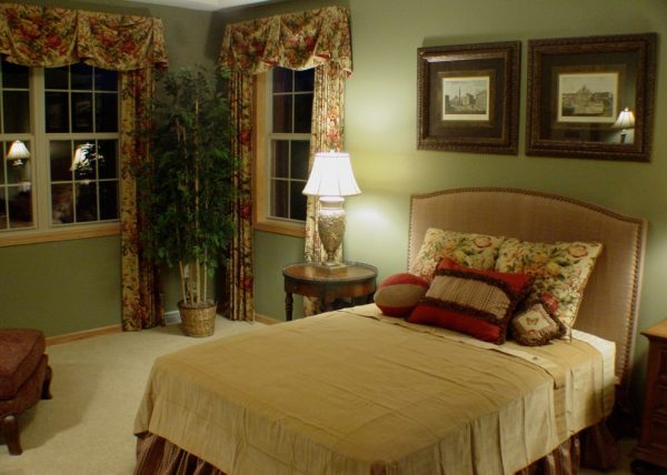 bedroom decorating ideas and designs Remodels Photos Collaborative Design Waukesha Wisconsin United States transitional-window-treatments1