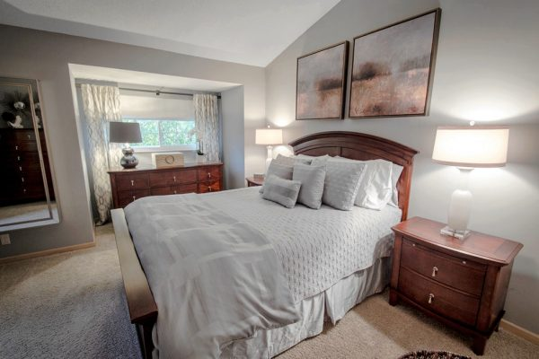 bedroom decorating ideas and designs Remodels Photos Happy Interiors Group Minneapolis Minnesota United States transitional-bedroom-002