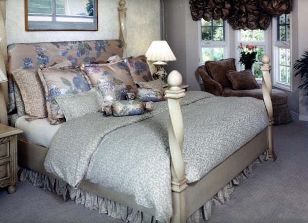 bedroom decorating ideas and designs Remodels Photos Joani Stewart-Georgi - Montana Ave. Interiors traditional-bedroom-003
