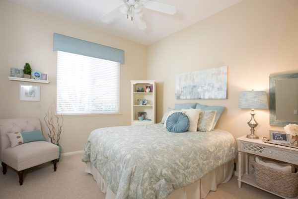 bedroom decorating ideas and designs Remodels Photos Susan Sutherlin Designs San Diego California United States transitional-001
