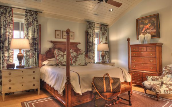 bedroom decorating ideas and designs Remodels Photos Todd Richesin Knoxville Tennessee United States traditional-bedroom-009
