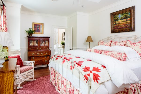 bedroom decorating ideas and designs Remodels Photos Todd Richesin Knoxville Tennessee United States traditional-bedroom-017