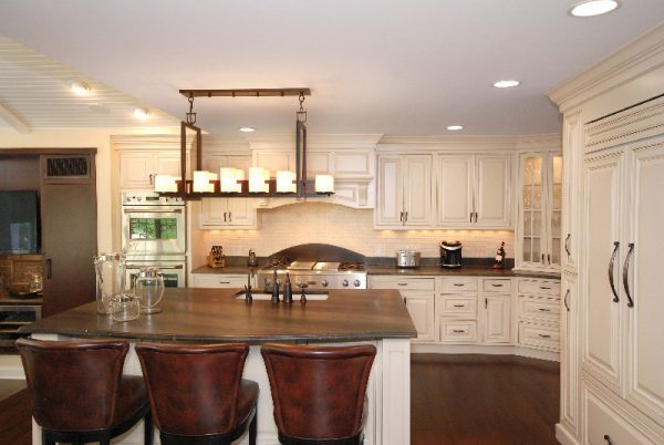 kitchen decorating ideas and designs Remodels Photos AMI Designs Huntington New York United States traditional-kitchen-002