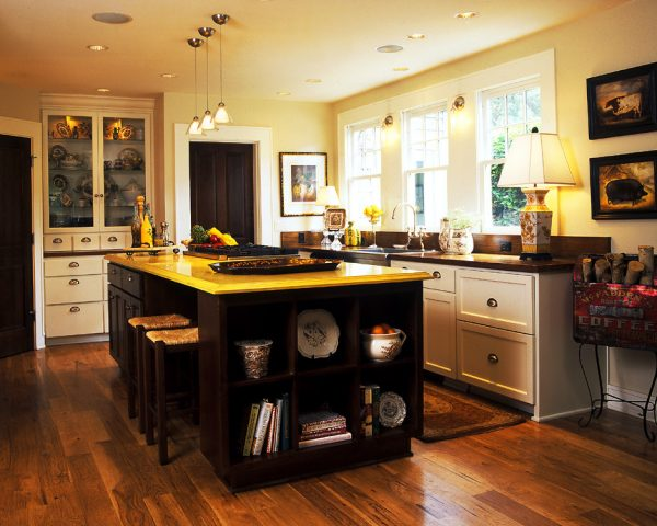 kitchen decorating ideas and designs Remodels Photos Tina Barclay Lake Oswego Oregon United States traditional-kitchen
