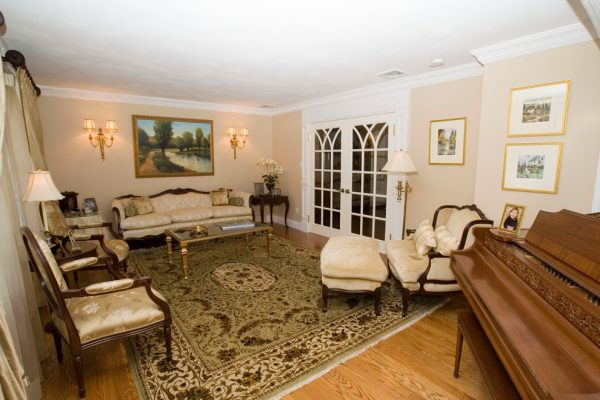 living room decorating ideas and designs Remodels Photos AMI Designs Huntington New York United States traditional-living-room-002