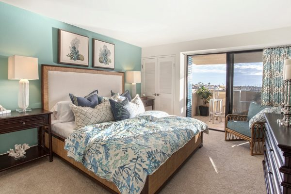 bedroom decorating ideas and designs Remodels Photos Bassman-Blaine Home Costa Mesa California United States beach-style-bedroom-004