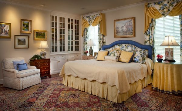 bedroom decorating ideas and designs Remodels Photos Diane Burgoyne Interiors Medford New Jersey United States traditional-bedroom-002
