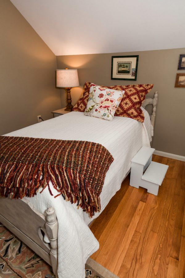 bedroom decorating ideas and designs Remodels Photos Done in a Day Decorating Marlborough Massachusetts United States traditional-bedroom-001