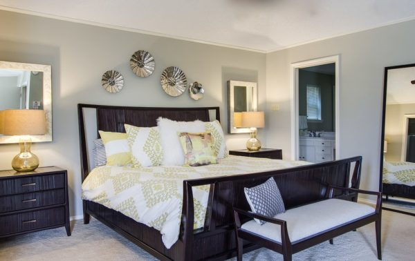 bedroom decorating ideas and designs Remodels Photos Michelle Lynne INTERIORS Group Addison Texas United States contemporary-bedroom-002