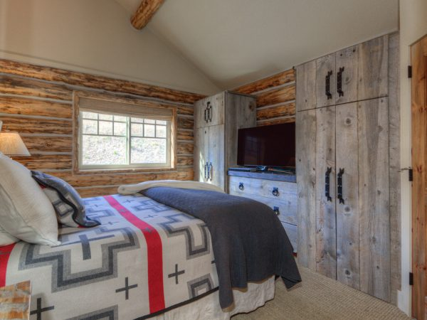 bedroom decorating ideas and designs Remodels Photos Tatom Design LLC Big Sky Montana United States rustic-bedroom-002