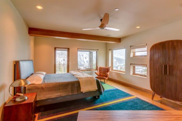 bedroom decorating ideas and designs Remodels Photos Tommy Chambers Interiors, Inc. Los Angeles California rustic-bedroom