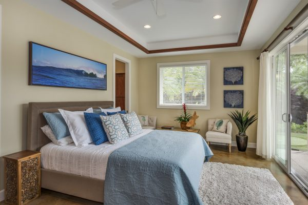 bedroom decorating ideas and designs Remodels Photos INOUYE I N T E R I O R S Hawaii United States contemporary-bedroom
